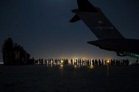 В Україну повернувся літак з евакуйованими з Кабулу