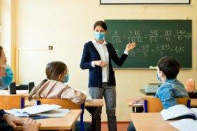 Без збереження зарплати: невакцинованих вчителів відсторонять від роботи