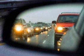 З 1 жовтня набули чинності нові правила для українських водіїв: увімкнені фари або штраф