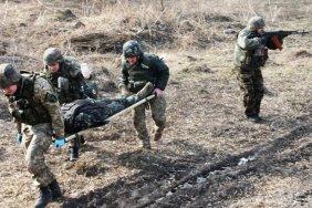 Бойовики обстріляли українських військових на Донбасі, троє дістали поранення